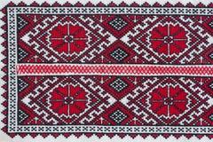 La camisa con el ucraniano nacional bordó colores rojos y negros Imágenes de archivo libres de regalías