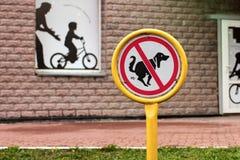 La camminata del cane del segno è proibita Immagini Stock Libere da Diritti