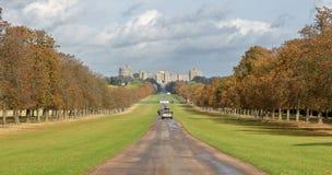 La camminata ed il castello lunghi di Windsor Fotografia Stock Libera da Diritti
