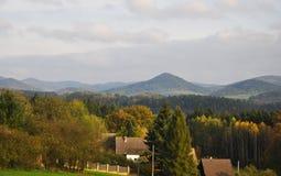 La campagna di autunno delle montagne di Luzicke in repubblica Ceca immagine stock