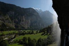 La campagna svizzera delle alpi dentro lauterbrunnen la valle fotografia stock libera da diritti