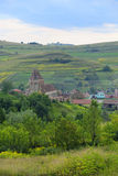 La campagne autour de Buzd a enrichi l'église, Roumanie images stock
