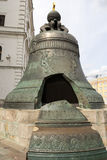 La campana del zar es un monumento en la Moscú el Kremlin Imagenes de archivo