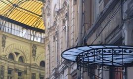 la canalisation en verre de macca de Bucarest couvre le villacrosse Photos libres de droits