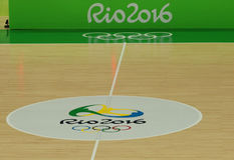 La cancha de básquet en la arena 1 de Carioca durante Río 2016 Juegos Olímpicos Foto de archivo