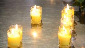 La candela per prega Buddha archivi video
