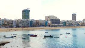 La Cantera - vare en Las Palmas - Gran Canaria - España, opinión de la ciudad en el fondo imagen de archivo