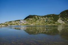 La capanna del lago e della montagna fish, i sette laghi Rila, montagna di Rila Fotografie Stock