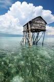 La capanna di legno del pescatore di Bajau Fotografie Stock
