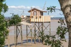 La capanna di pesca sui trampoli ha chiamato Carrelet, l'estuario di Gironda, Francia Fotografie Stock Libere da Diritti