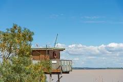 La capanna di pesca sui trampoli ha chiamato Carrelet, l'estuario di Gironda, Francia Immagine Stock Libera da Diritti