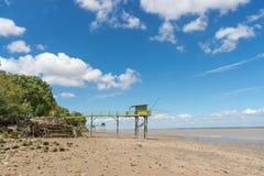 La capanna di pesca sui trampoli ha chiamato Carrelet, l'estuario di Gironda, Francia Fotografia Stock