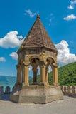 La capilla vieja de la fortaleza en los bancos del río Imagenes de archivo