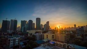 La capital de las Filipinas es Manila Ciudad de Makati Amanecer temprano en la ciudad metrajes