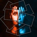 La cara brilla a través de las manos, cara es dividida en muchas piezas por las tarjetas, exposición doble Imagen de archivo libre de regalías