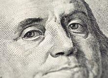 La cara de Benjamin Franklin en el billete de dólar de los E.E.U.U. 100 Fotografía de archivo
