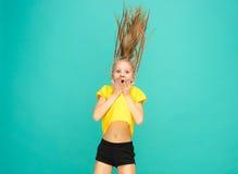 La cara de la muchacha adolescente feliz juguetona Imágenes de archivo libres de regalías
