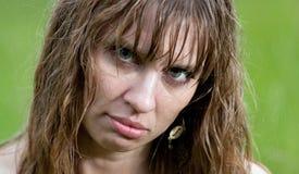 La cara de la mujer mojada Fotos de archivo