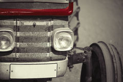 La cara de un tractor retro viejo Foto de archivo
