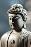 La cara del zen del Buda-estilo en fondo natural Imagenes de archivo