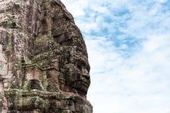 La cara talló en la piedra del templo antiguo de Bayan en Angkor Wat, Camboya fotos de archivo