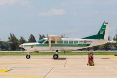 La caravane de Cessna 208 était exposition à l'exposition thaïlandaise royale de l'Armée de l'Air (RTAF) photographie stock libre de droits