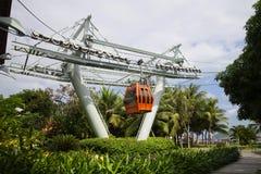 La carlingue d'un ropeway est assortie aux touristes dans la station de vacances Viniperl Nha Trang, Vietnam Photographie stock