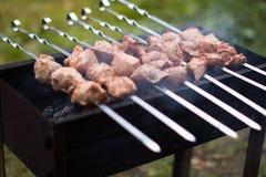 La carne è fritta sulla griglia Fotografie Stock