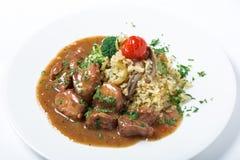 La carne de Turquía con arroz, bróculi, las setas y la salsa adornó verdes Fotos de archivo