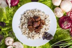 La carne di maiale collega con un contorno da riso sbramato Fotografia Stock Libera da Diritti