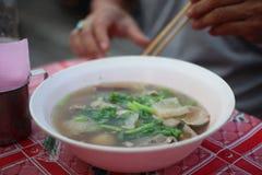 La carne di maiale ed il riso bolliti è una prima colazione asiatica fotografia stock libera da diritti