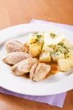La carne di maiale rotola con i crauti e le patate bollite Fotografia Stock