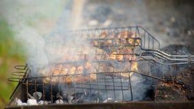 La carne se fríe en Mangal almacen de metraje de vídeo