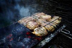 La carne se fríe en la parrilla Imágenes de archivo libres de regalías