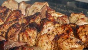 La carne su uno spiedo è grigliata Fotografia Stock