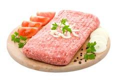 La carne tritata ha organizzato con i pomodori, spezie Immagini Stock
