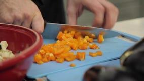 La carota del cuoco taglia video d archivio