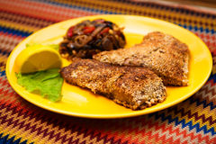 La carpa frita de los pescados con las semillas de sésamo Foto de archivo
