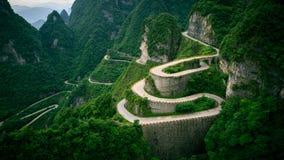 La carretera con curvas Imagenes de archivo