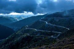 La carretera con curvas fotos de archivo libres de regalías
