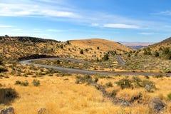 La carretera con curvas en Oregon central los E.E.U.U. América fotografía de archivo libre de regalías