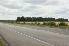 La carretera de asfalto Imágenes de archivo libres de regalías