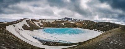 La carretera de circunvalación islandesa que va hasta el final alrededor Foto de archivo
