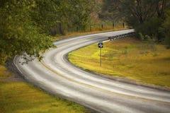 La carretera nacional curva a la derecha Fotografía de archivo