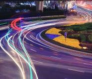 La carretera Rainbowlight de la ciudad arrastra noche en Shangai Fotografía de archivo libre de regalías