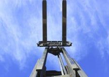 La carretilla elevadora bifurca cielo Imágenes de archivo libres de regalías