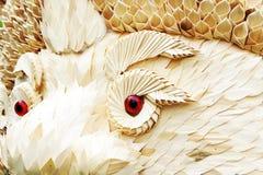 La carrocería del dragón se hace las hojas del ââfrom y ojo rojo Fotos de archivo libres de regalías