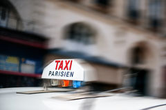La carrozza del segno del taxi digiuna Fotografia Stock