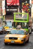 La carrozza di giallo di New York quadra a volte Fotografia Stock