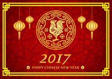 La carta cinese felice del nuovo anno 2017 è pollo dell'oro delle lanterne nel cerchio Fotografia Stock